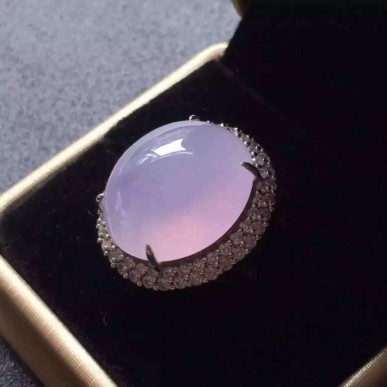 luxury large translucent lavender jadeite diamond